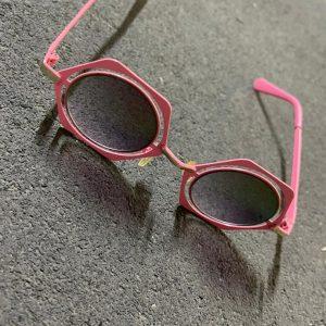 عینک افتابی صورتی
